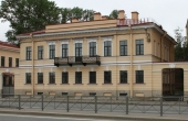 Palazzetto restaurato sul lungofiume Sinopskaya