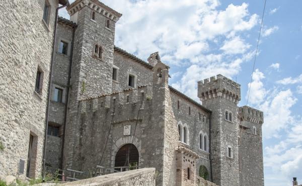Magnifico castello del Trecento a breve distanza da Roma