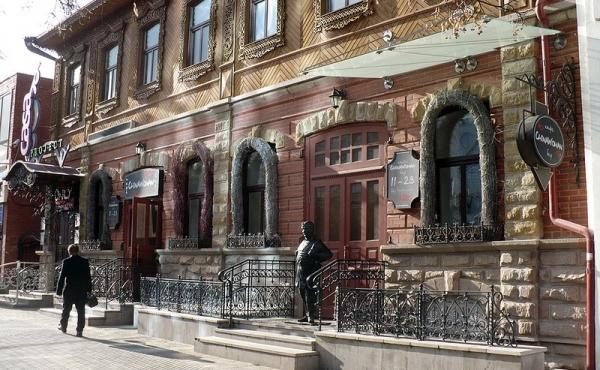 Edificio storico in zona pedonale nel centro di Chelyabinsk