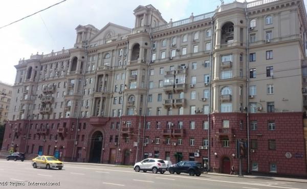 Luminoso attico in maestoso palazzo staliniano