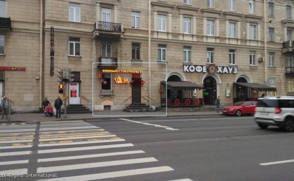 Locale fronte strada 81,5 mq su Prospekt Engel'sa
