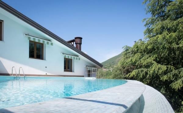 Villa di pregio con ampio parco e piscina a meno di 1h30 da Milano