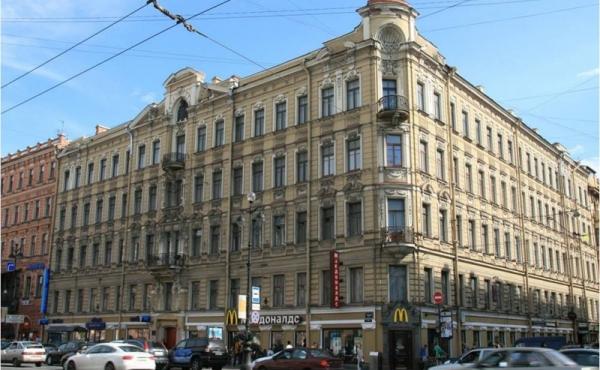 Ampio appartamento da ristrutturare con affaccio su Nevsky Prospekt