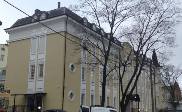 Edificio indipendente di 1800 mq in zona Park Kul'tury