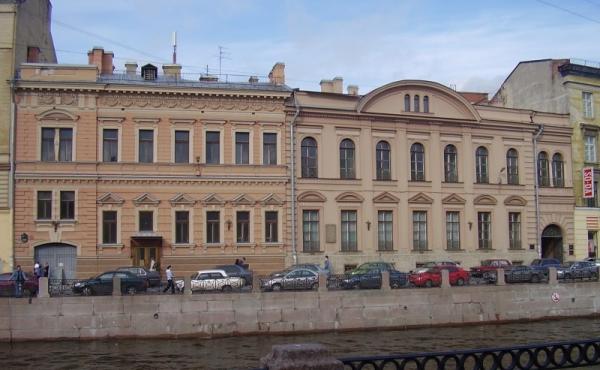 Edificio Settecentesco in vendita/affitto sul lungofiume Moyka