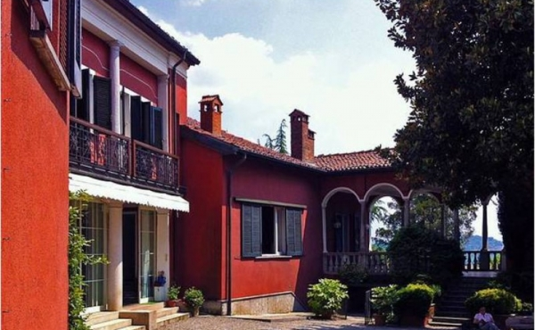 Historic villa for rent for retirement home at 1-hour drive from Milan