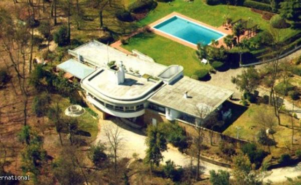Villa con ampio parco e con piscina in vendita a 50 km da Firenze