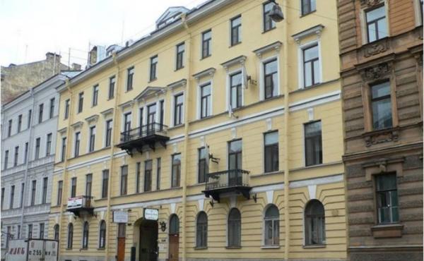 Appartamento vista fiume in palazzo sulla via Millionnaya