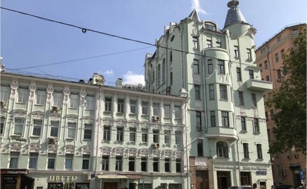 Appartamento di rappresentanza in noto palazzo sulla Ostozhenka
