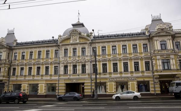 Spazi per showroom in palazzetto storico con vetrine su Prospekt Mira
