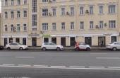 Spazi fronte strada a pochi passi dal metrò Serpukhovskaya