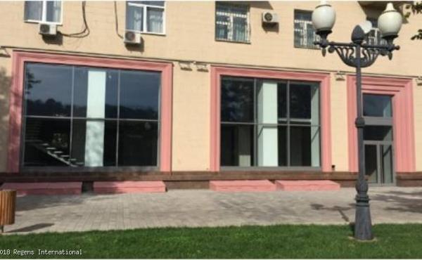 Show-room di 352 m2 in vendita su Frunzenskaya naberezhnaya