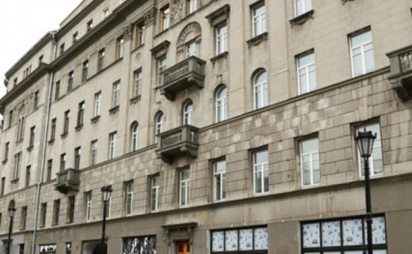 Splendido trilocale in elegante palazzo affacciato su zona semi-pedonale in Kitay-Gorod