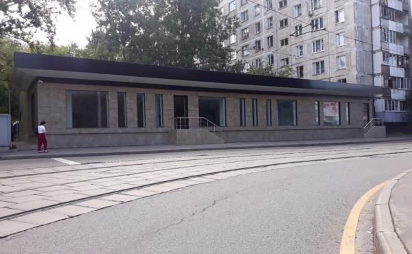 Edificio fronte strada indipendente ideale per showroom, ristorante o altro