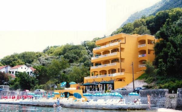 Hotel fronte mare in vendita nella Baia di Cattaro in Montenegro