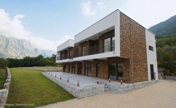 Splendida villa di nuova costruzione affacciata sulla baia di Cattaro