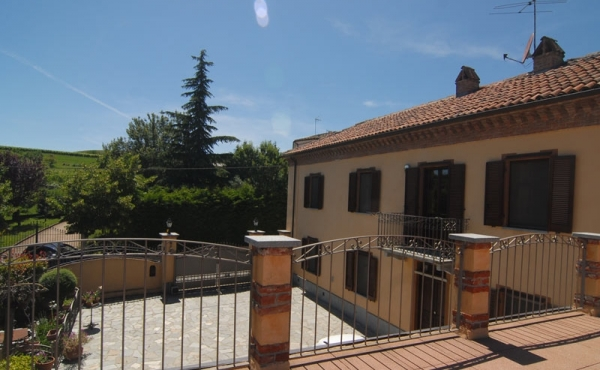 House with wine producing estate in the Monferrato, Piedmont