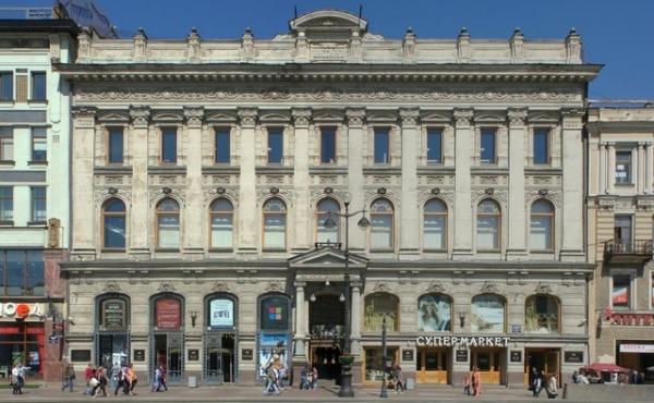 Spazi in affitto in galleria commerciale storica su Nevsky Prospekt