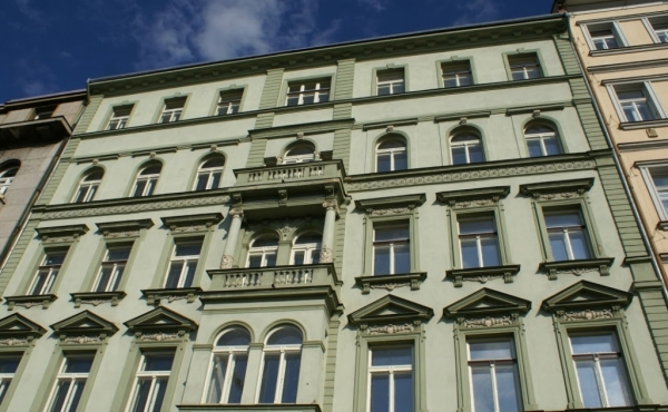 Residences and retail premises for sale in historic building in Prague 2