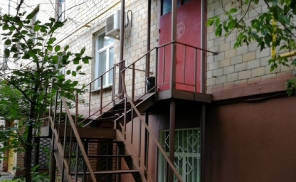 Premises of 74 m2 with separate entrance for office/showroom with guest quarters