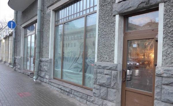 Locale fronte strada per ristorazione su Zagorodny Prospekt