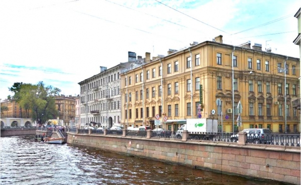 Renovated 5-room apartment with windows facing the Griboedov Canal embankment