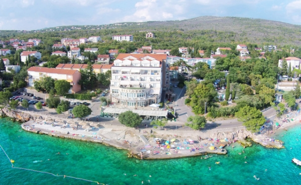 Seafront 4-star hotel for sale in Kvarner