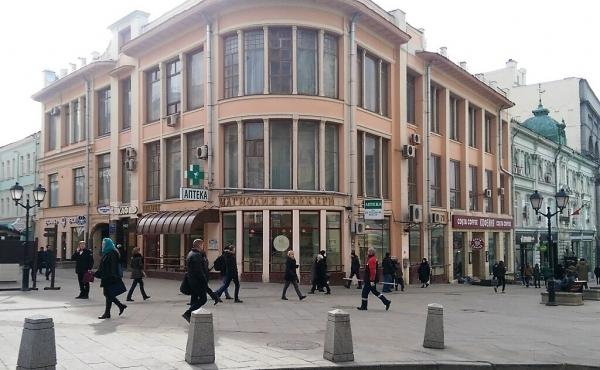 Locale per ristorazione nella zona pedonale di Kuznetsky Most