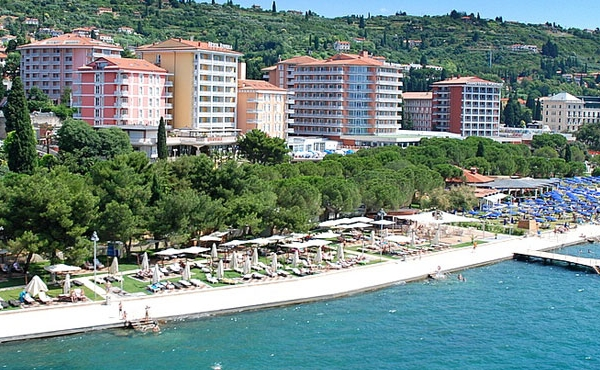 Street-retail premises for sale on the promenade in Portoroz
