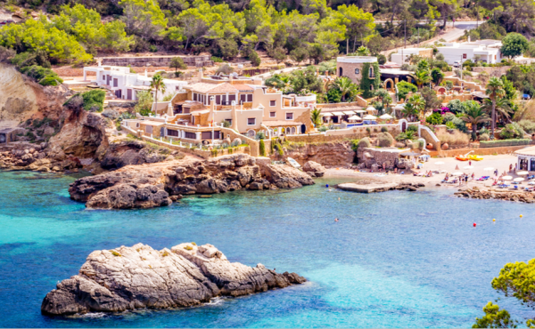 Seafront estate with direct access to the beach in Ibiza