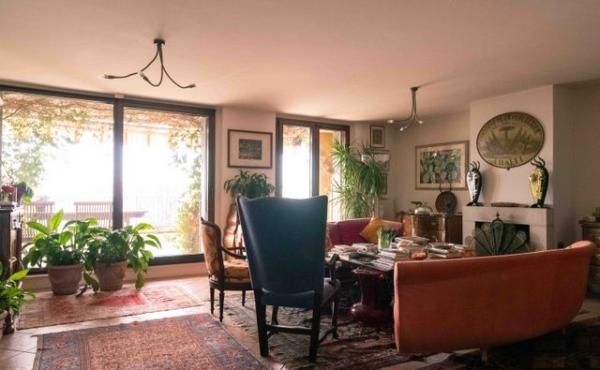 Appartamento bilivello con giardino e splendida vista mare