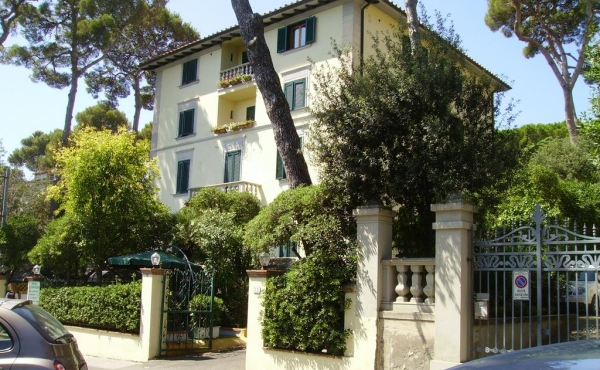 Hotel for sale in Castiglioncello, renowned sea resort in Tuscany