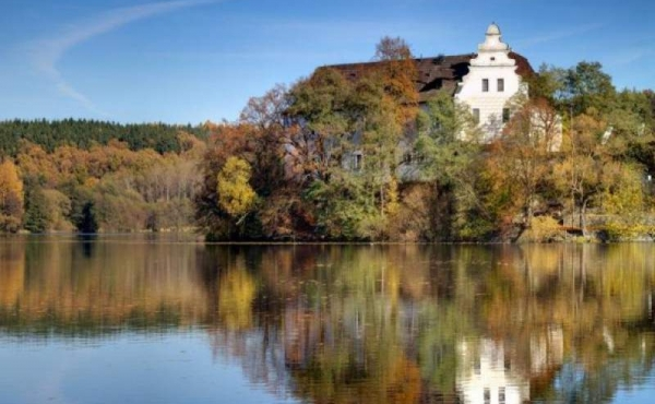 Historic lakeside estate in Central Bohemia (URGENT SALE)