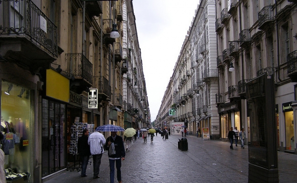 Franchise fast-food business for sale in pedestrian street in the heart of Turin