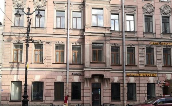 Spazio fronte strada di 80 m2 su Nevsky Prospekt