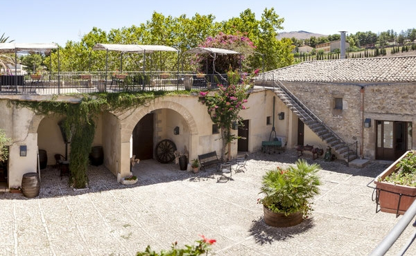 Charming 16th-century residence for sale near the sea in Sicily