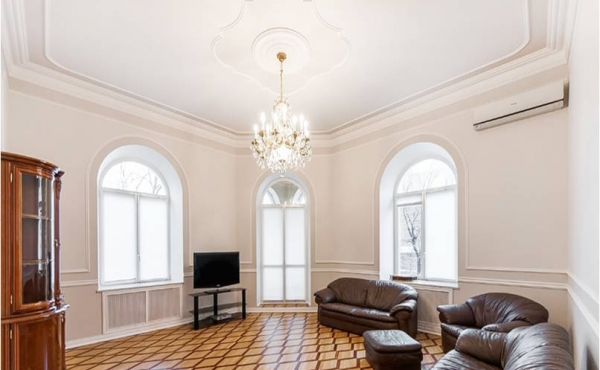 4-room apartment for rent on Tverskoy Bul'var (near Patriarch's Ponds)