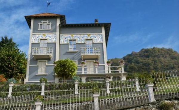 Historic villa for sale near Lake Como
