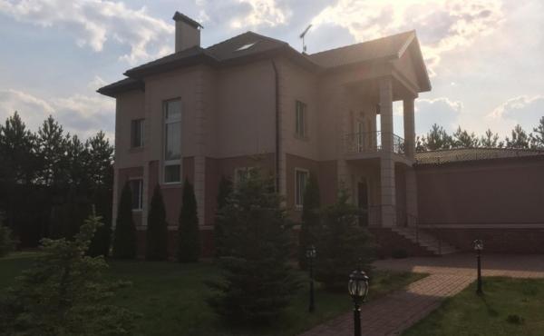 Дом в коттеджном посёлке в 25 км от Москвы по Киевскому шоссе