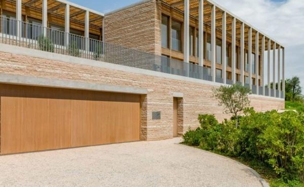 Lussuosa villa moderna con vista mozzafiato sul lago di Garda