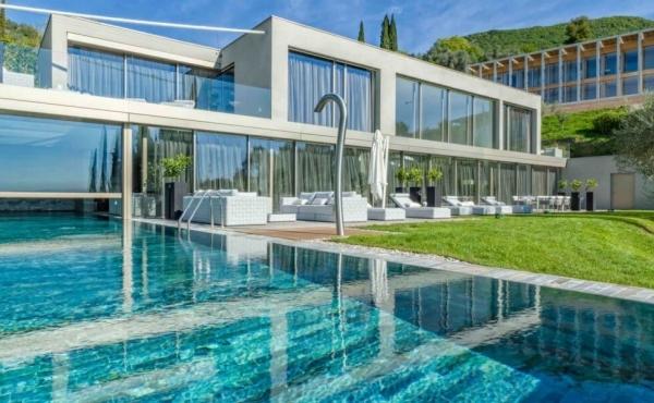 Splendida villa con spa privata sul lago di Garda