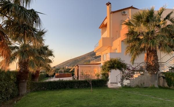 Villa indipendente in quartiere residenziale di pregio  sulla costa dell'Attica