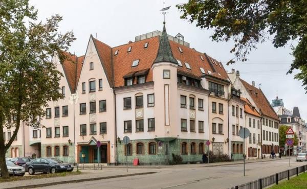 Edificio terra-cielo in affitto o vendita nel centro di Riga