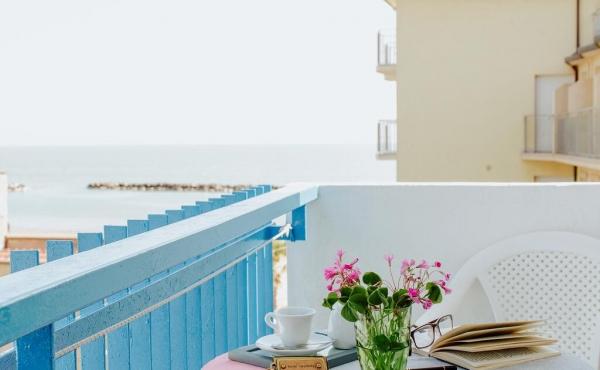 Отель в нескольких шагах от пляжа на Ривьере Римини