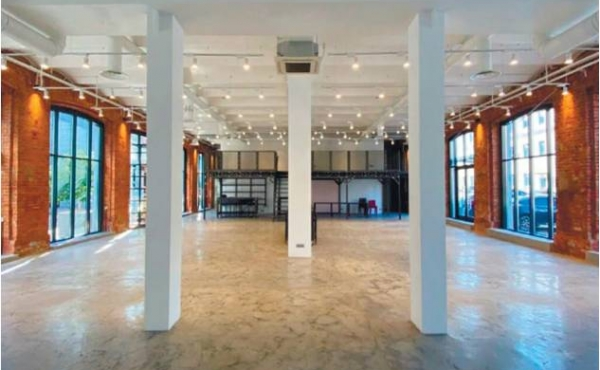 Spazio di 398 m2 commerciali per ufficio/showroom zona Savyolovskaya