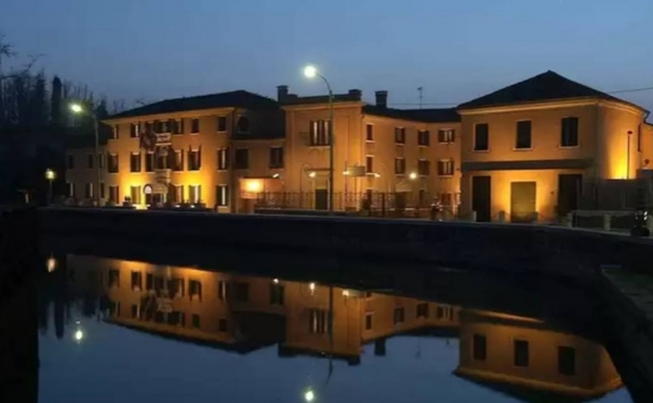 Nicely renovated hotel for sale 20 minutes' drive from Venice