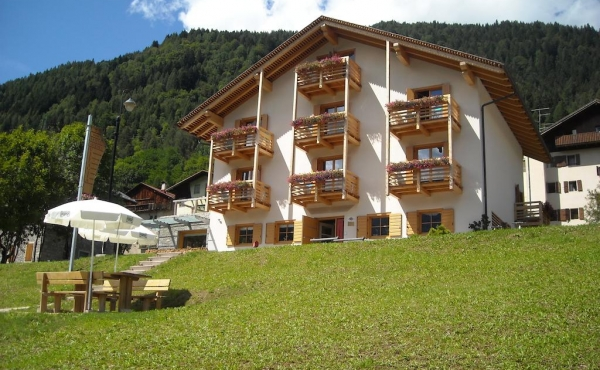 Family-run hotel for sale in the Dolomites near Cortina d'Ampezzo