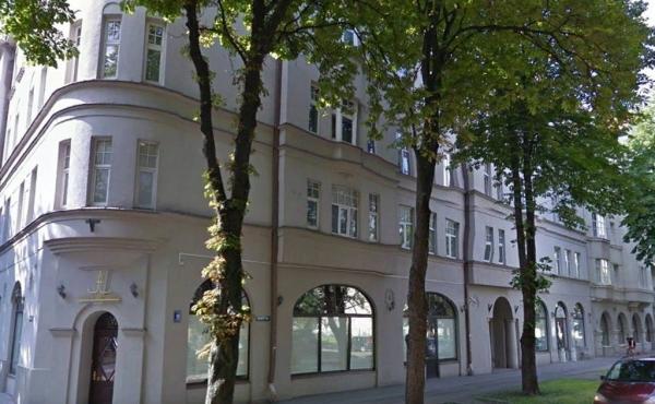 Locale fronte strada di 136 m2 in vendita a Riga