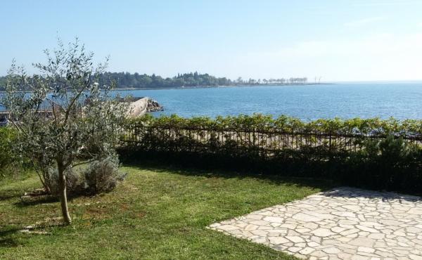 Casetta accostata fronte mare con giardino vicinanze Umago