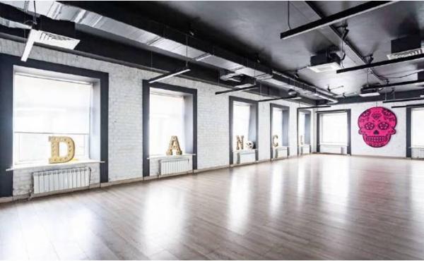 Spazio di 242 m2 per ufficio/showroom/studio zona Krasnye Vorota